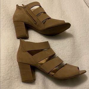 Tan suede Paul Green bootie with straps